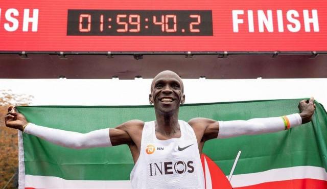 Kipchoge es la primera persona en bajar de dos horas en un maratón