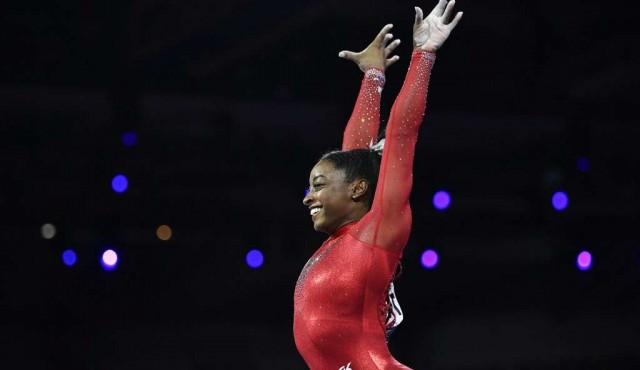 Simone Biles logró el oro en salto e igualó el récord de medallas mundiales