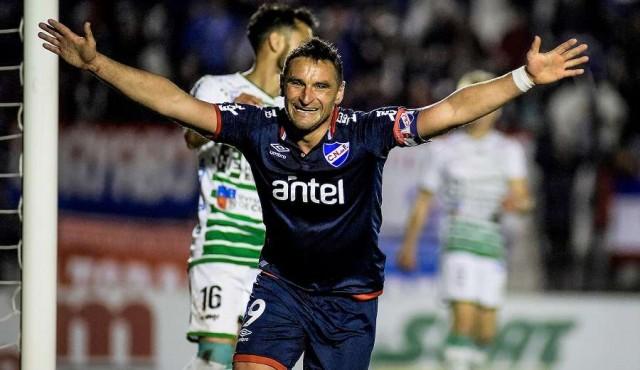 Nacional le ganó a Plaza con dos goles de Bergessio