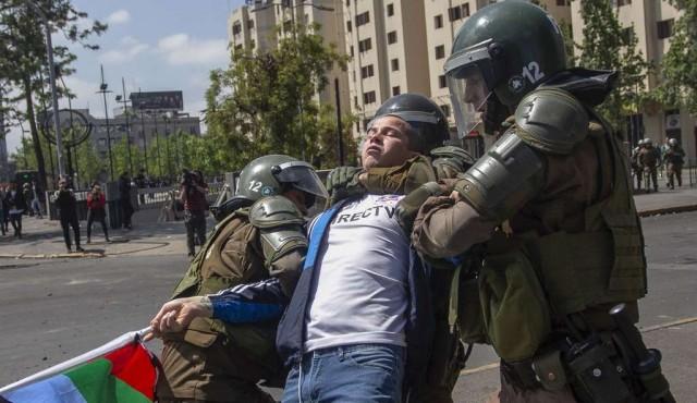 """""""Estamos en guerra"""", dice Piñera en tercer día de disturbios en Chile"""