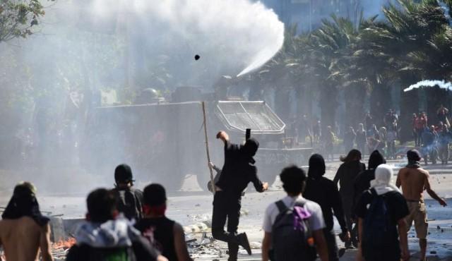 Toque de queda por tercera noche en Chile tras estallido social que dejó 11 muertos