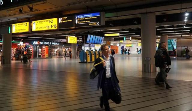Un avión español y varios tuiteros falsos crearon el caos en Ámsterdam