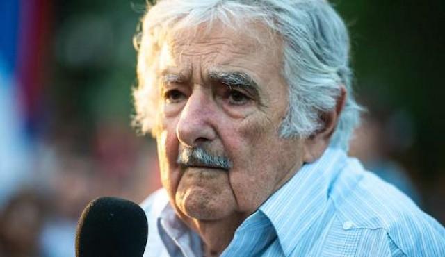 """Mujica anuncia que deja su banca por salud: """"trato de estirar los minutos que me quedan"""""""