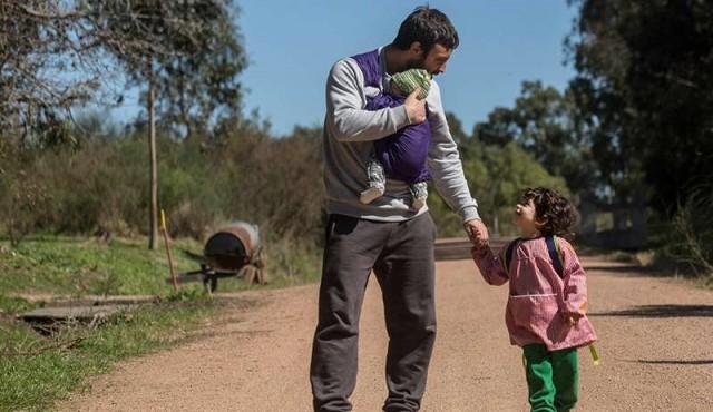 CdF expone muestra sobre padres uruguayos y suecos que cuidan de sus hijos
