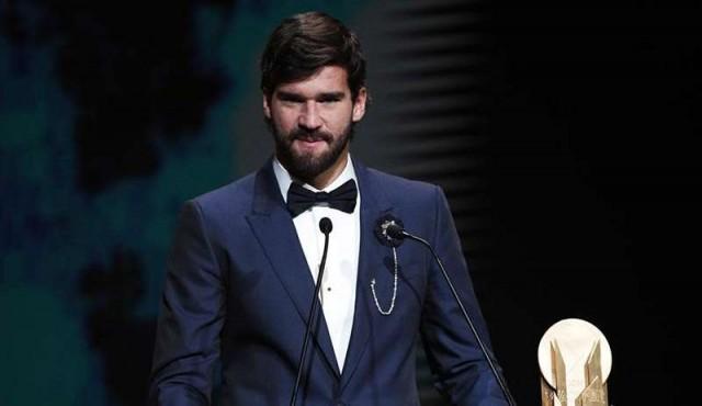 El brasileño Alisson Becker gana Trofeo Yashin al mejor arquero del año