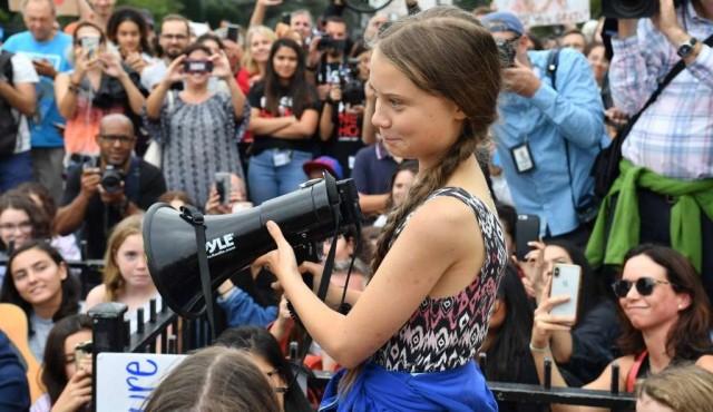 """Trump dice que Greta Thunberg debería """"relajarse"""" e ir al cine"""