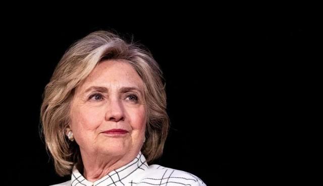 "Hillary dice que ""a nadie le gusta"" Bernie Sanders"