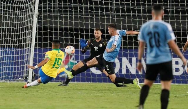 Uruguay cayó 3-1 ante Brasil