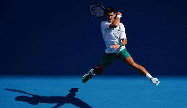 Djokovic se pasea, Federer sufre y Serena dice adiós