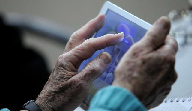 Internet: se duplican los hogares conectados y baja la brecha socioeconómica