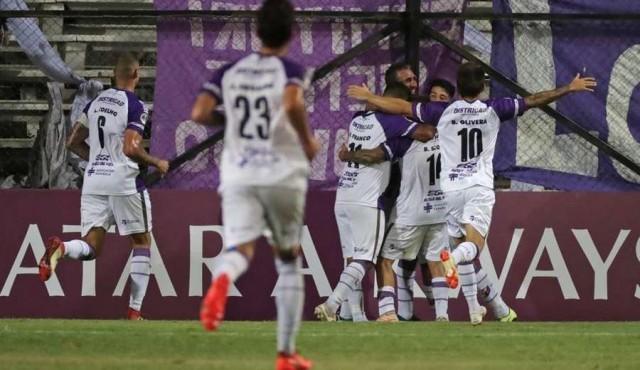 Copa Sudamericana: Fénix le ganó a El Nacional