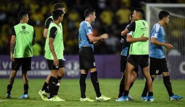 Uruguay se acuerda tarde de ganar y lo paga con la eliminación
