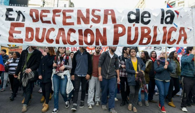 """Maestros reclaman """"espacios de reflexión"""" sobre reformas propuestas en la LUC"""