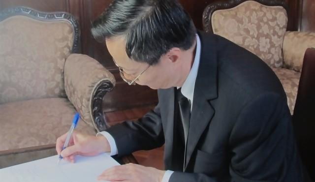 Embajada de China expresó rechazo a columna de El País