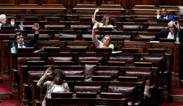 """Fondo Coronavirus y descuentos salariales: entre la """"miseria política"""" y """"una señal más grande"""""""