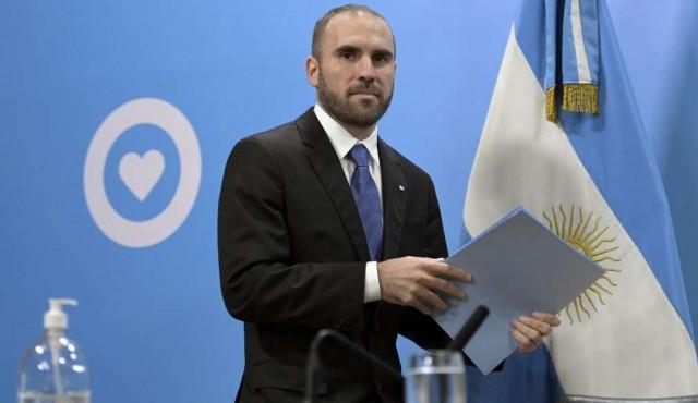 Argentina posterga por decreto pago de deuda por 9.800 millones de dólares hasta 2021