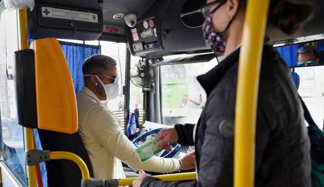 Resolución de la Intendencia hará obligatorio el uso de mascarillas en el transporte