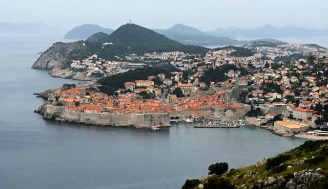 """Montenegro busca seducir a los turistas con playas """"sin coronavirus"""""""