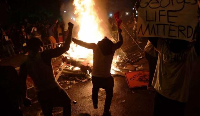 EEUU vive otra jornada de protestas marcada por los disturbios