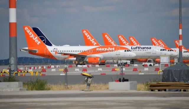 """Sector aéreo pide """"de rodillas"""" ayuda a los pasajeros"""