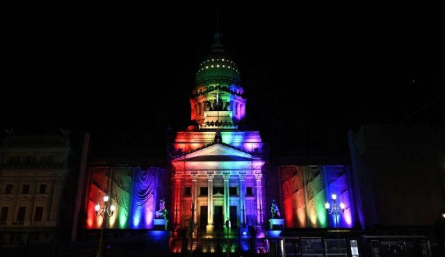 Argentina celebra una década de ley de matrimonio igualitario