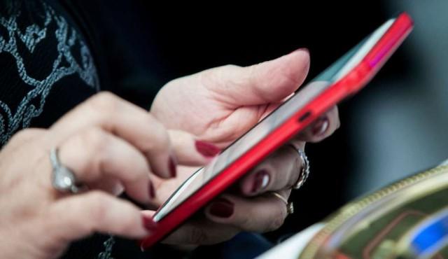 Apple y Google integran en sus móviles el rastreo de contactos de enfermos de covid-19