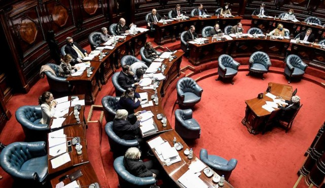 """La """"grieta"""" irrumpió en el Parlamento uruguayo"""