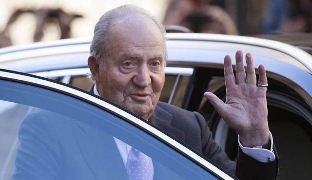 Juan Carlos deja España acorralado por los escándalos