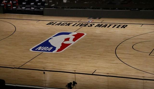 Jugadores de NBA acuerdan terminar boicot por racismo y reanudar playoffs