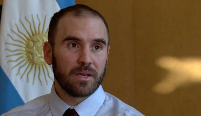 Argentina licita bonos para aliviar presión cambiaria