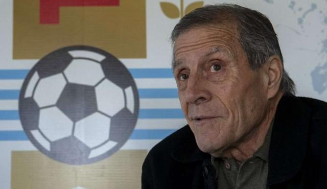 Tabárez alaba a Argentina y resalta a Messi como factor determinante