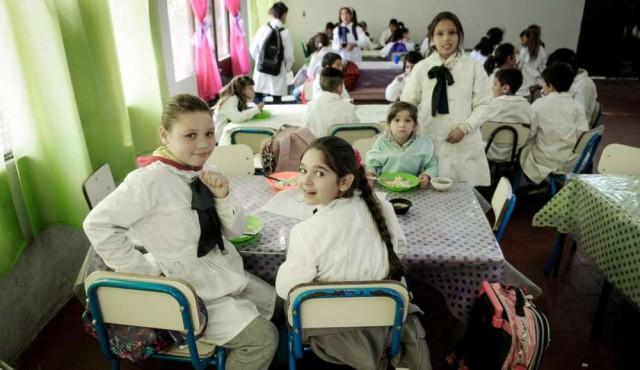 """Regreso """"progresivo y escalonado"""" de los comedores a las escuelas"""