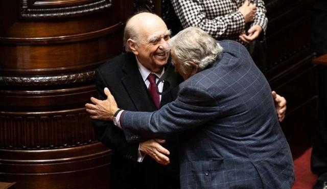 Mujica y Sanguientti cerraron juntos y con un abrazo un tiempo político que los enfrentó