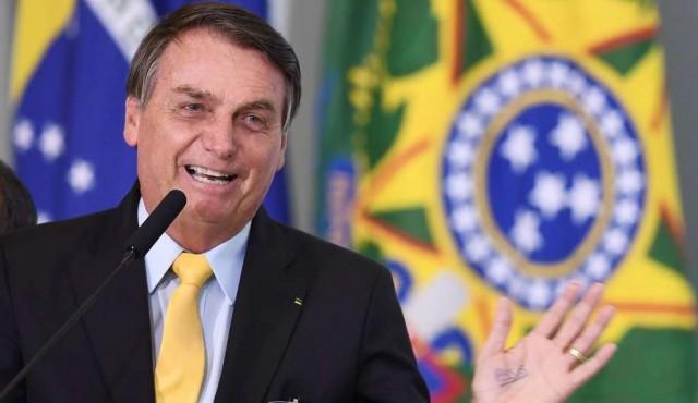 """A mitad de mandato, Bolsonaro se arrima a la """"vieja política"""""""