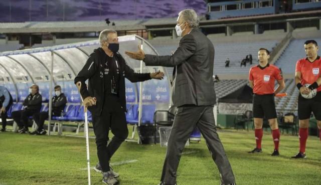 """Me sorprendí"", dice Tabárez sobre expulsión de Cavani ante Brasil"