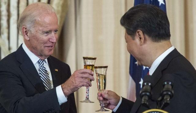 Joe Biden y Xi Jinping se miden durante una larga conversación