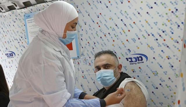 """Israel: cuatro millones de vacunados y """"distintivo covid"""" para entrar en restaurantes"""
