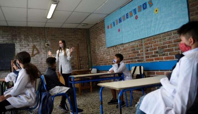 Inmunidad de los docentes será clave para la vuelta a clases presenciales
