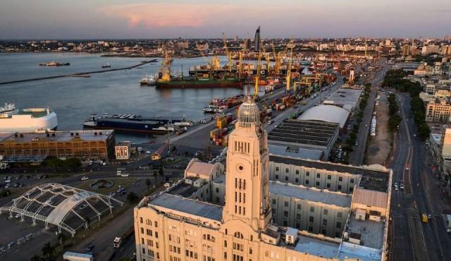 """Un metro """"ancho como mar"""", la distancia entre Uruguay y Argentina en el tema puertos"""