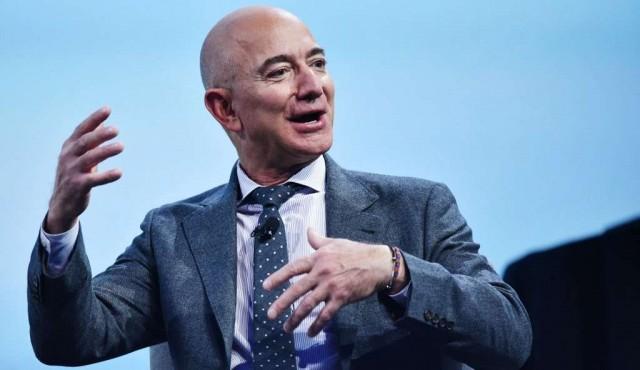 Jeff Bezos dice que se unirá al primer viaje de turismo espacial en julio