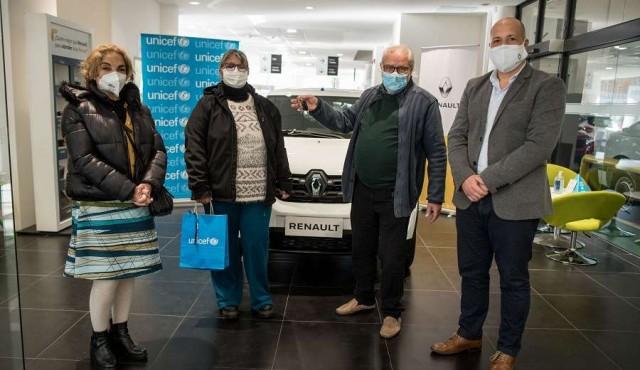 Renault y Unicef entregaron vehículo donado por Grupo Santa Rosa