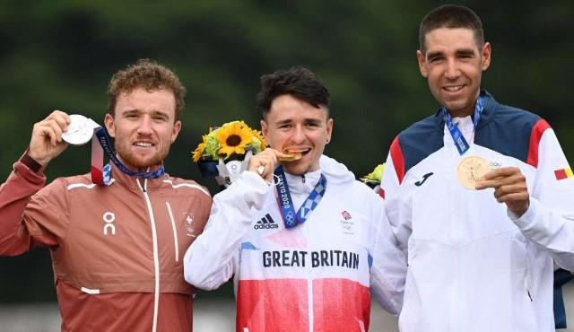 Un premio extra para los medallistas: 30 segundos sin la mascarilla