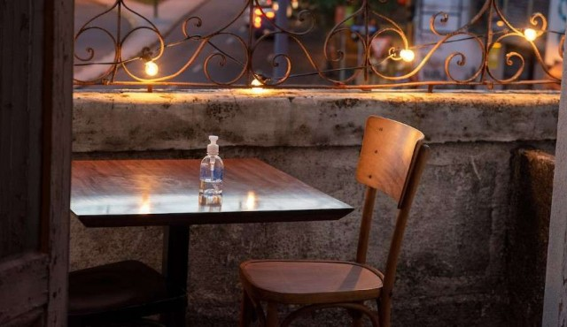Bares y restaurantes de Montevideo extendieron horario pero mantienen protocolo