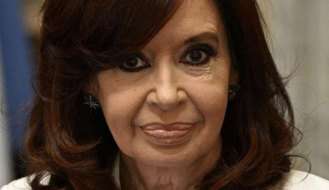 Cristina Kirchner desafía a Fernández y le pide cambio de gabinete