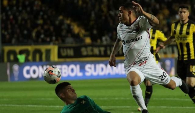 Peñarol perdió y se complica su camino hacia la final de la Sudamericana
