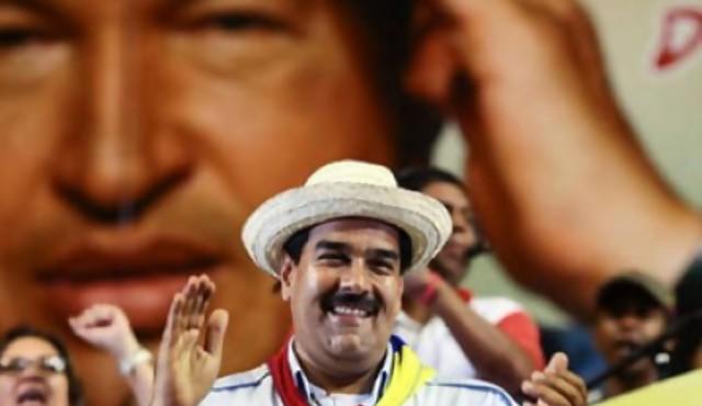 """Hijas de Chávez se quejan de Maduro: """"Duerme en la cama de papá, consume sus esteroides y nos revisa el facebook"""""""