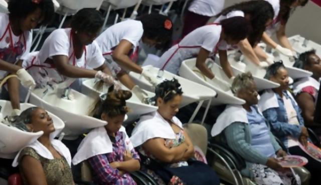 En Rio, la lucha contra el racismo pasa por la peluquería