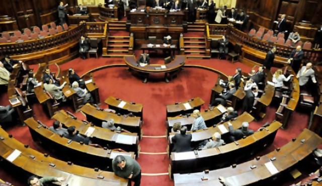 Impulsan plebiscito para que legisladores tengan sueldos de docentes