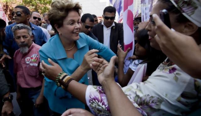 """Escándalo por corrupción en Petrobras """"salpica"""" a Dilma y Marina"""