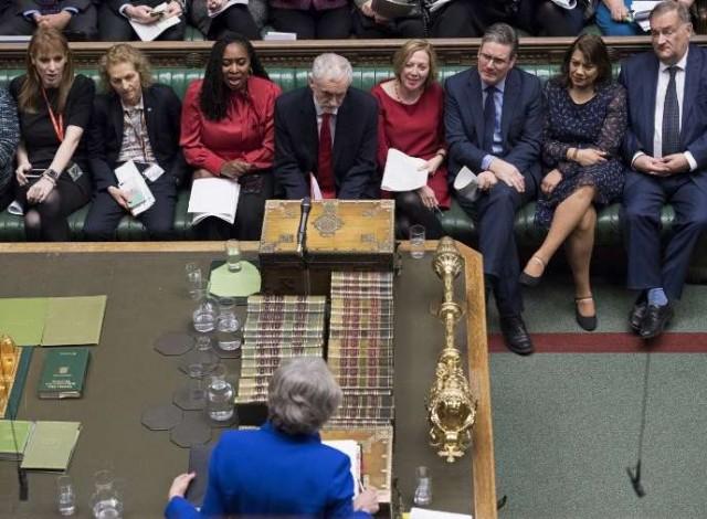 Portal 180 - Theresa May sobrevive pero el Brexit se hunde en el caos político